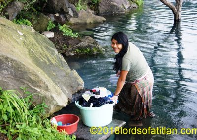 Nancy washing in Las Conchitas, San Lucas Tolimán, howeveronly two weeks before giving birth.