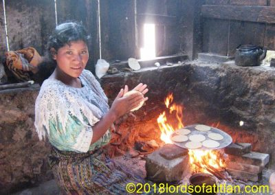 This woman is from Santa Cruz del Quiché, but here she is in finca Pampojilá, San Lucas Tolimán.