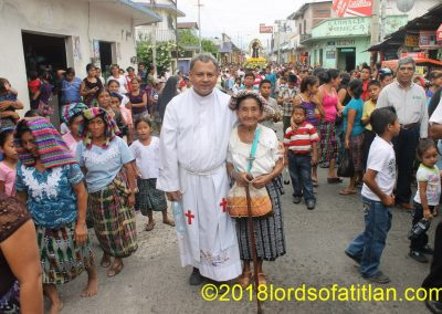 Although Doña Isabela attends fairs all over the Coast and highlands, this memory with her own priest in the Fair of San Antonio Suchitepéquez, June 13th, has to be one of her fondest.