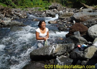Woman from Colonia Pampojilá washingin river, but in La Nueva Providencia, San Lucas Tolimán