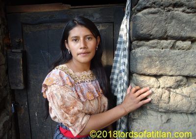 Claudia and her sisters from Aldea Chiquilajá, Xela lost their parents when they were young and therefore lived with grandparents.