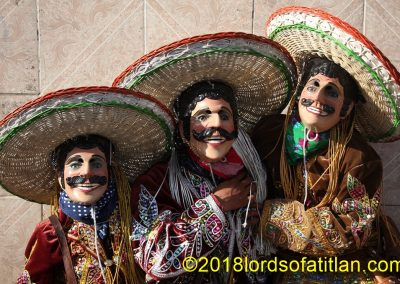 However, in addition to the Palito Volador, Joyabaj has many folkloric dances. Here, for example, is the Dance of the Mexicans.