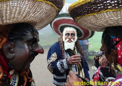 At the left a Mexican leers at the Maruca (María), while her husband, the Patrón (boss) looks suspiciously on. However, La Maruca just wants to have fun in the Fair of Monte Mercedes, September, 24th ( also celebrated September 8th).