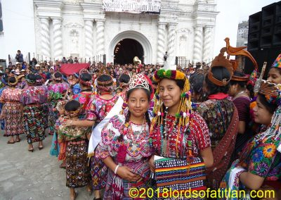 Here stand the representatives of Xecanchavox and Totónicapán with a sea of women dressed in the clothing of Zunil behind.