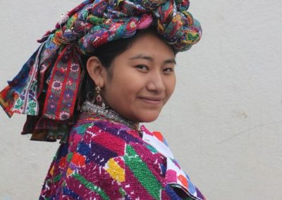 This is a former indigenous queen of San Pedro Sacatepéquez, Guatemala and therefore speaks kaqchiquel.