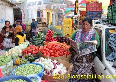 This vegetable vendor is from Chuicavioc, a part of El Llano del Pinal but a bit remote. Nevertheless, when her daughter Dora gave up her crown as indigenous queen there a few years ago, 111 fellow queens traveled the dirt road to be with her. This had never happened before, nor will it happen again.