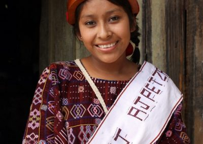 Dina was queen of San Rafael Petzal, Huehuetenango  and  therefore speaks mam.