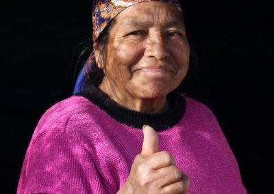 It appears she is giving me the thumbs-up, but she is actually supporting the Lider political party. Chuisuc Olintepeque