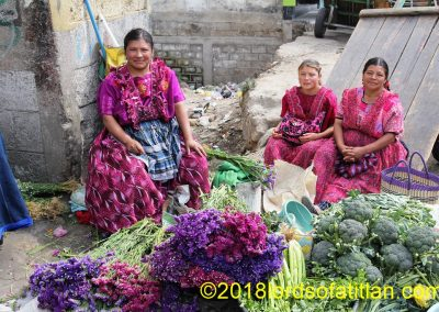This family selling flowers is also from Las Majadas.