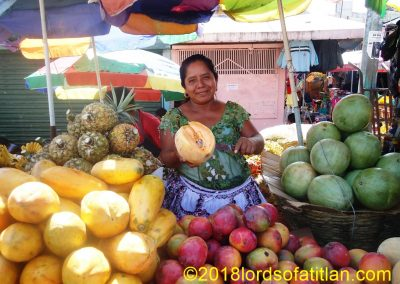 The daughter of this fruit saleswoman was also indigenous queen of her town,San Lorenzo Suchitepéquez.